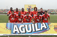 TURBO - COLOMBIA -10-05-2015: Jugadores de América de Cali posan para una foto de grupo previo al encuentro con Leones FC por la fecha 13 del Torneo Aguila 2015 jugado en el estadio John Jairo Trellez de la ciudad de Turbo./ Players of America de Cali pose to a photo prior the match agaisnt Leones FC for the 13th date of Aguila Tournament 2015 played at John Jairo Trellez stadium in Turbo city. Photo: VizzorImage / Gabriel Aponte / Staff