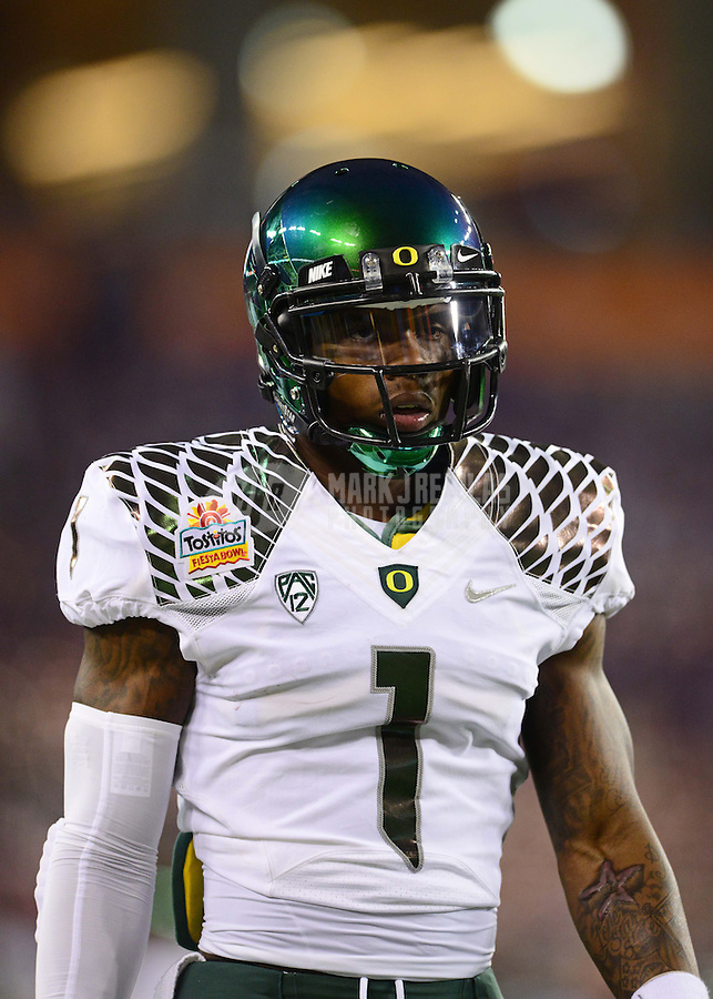 Jan. 3, 2013; Glendale, AZ, USA: Oregon Ducks wide receiver Josh Huff (1) against the Kansas State Wildcats during the 2013 Fiesta Bowl at University of Phoenix Stadium. Oregon defeated Kansas State 35-17. Mandatory Credit: Mark J. Rebilas-