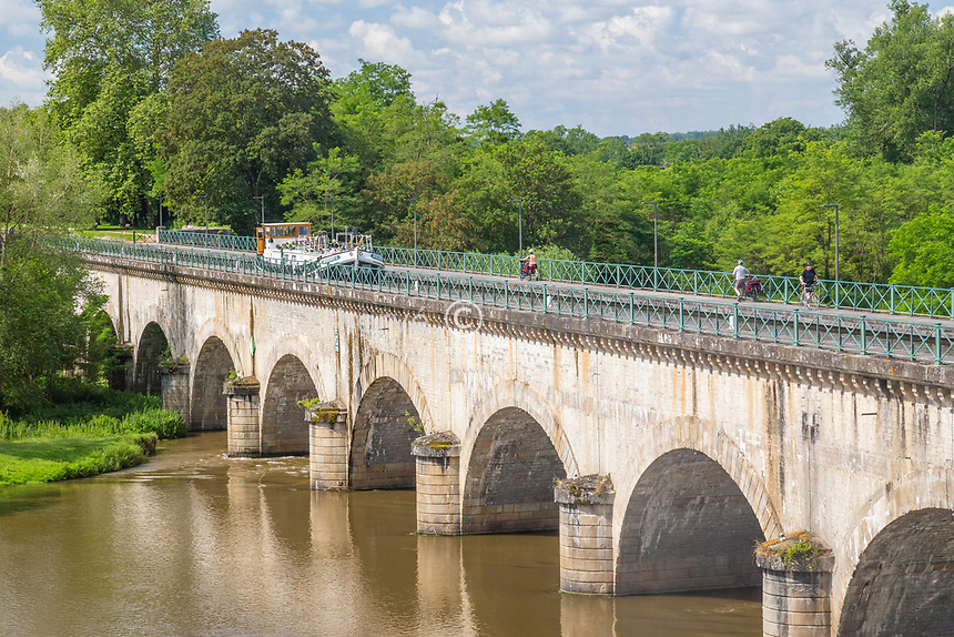 France, Saône-et-Loire (71), Digoin, pont-canal sur la Loire, canal latéral à la Loire // France, Saone-et-Loire, Digoin, aqueduct over Loire river, lateral canal at Loire river