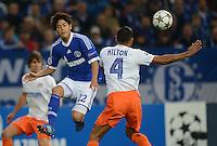 FUSSBALL   CHAMPIONS LEAGUE   SAISON 2012/2013   GRUPPENPHASE   FC Schalke 04 - Montpellier HSC                                   03.10.2012 Atsuto Uchida (FC Schalke 04) gegen Hilton (re, MHSC)