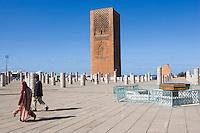 Afrique/Afrique du Nord/Maroc/Rabat: Ruines de la Mosquée Hassan et Tour Hassan - les colonnes et le minaret -Tour Hassan