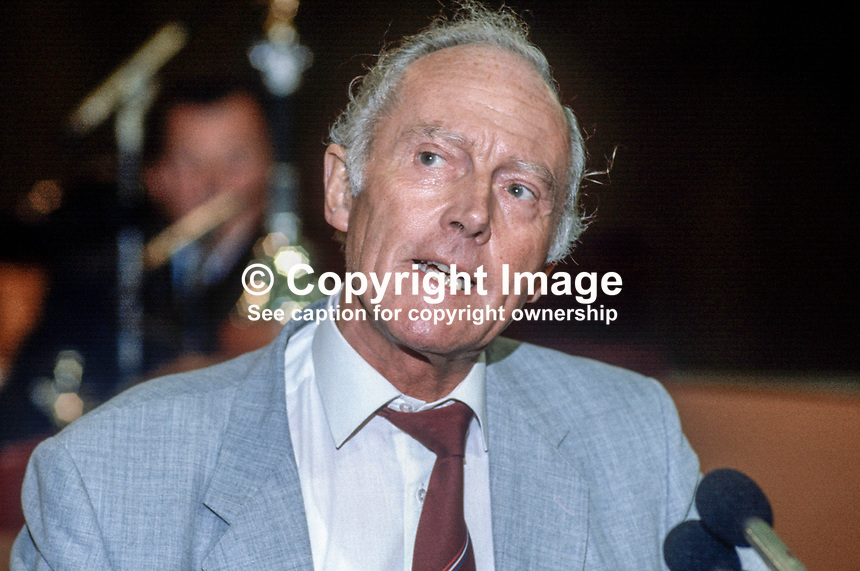 David Basnett, general secretary, GMBATU, General Municipal & Boilermakers Trade Union, UK, addresses Trades Union Congress annual conference 1984. 19840105DB1..Copyright Image from Victor Patterson, 54 Dorchester Park, Belfast, UK, BT9 6RJ..Tel: +44 28 9066 1296.Mob: +44 7802 353836.Voicemail +44 20 8816 7153.Skype: victorpattersonbelfast.Email: victorpatterson@me.com.Email: victorpatterson@ireland.com (back-up)..IMPORTANT: If you wish to use this image or any other of my images please go to www.victorpatterson.com and click on the Terms & Conditions. Then contact me by email or phone with the reference number(s) of the image(s) concerned.