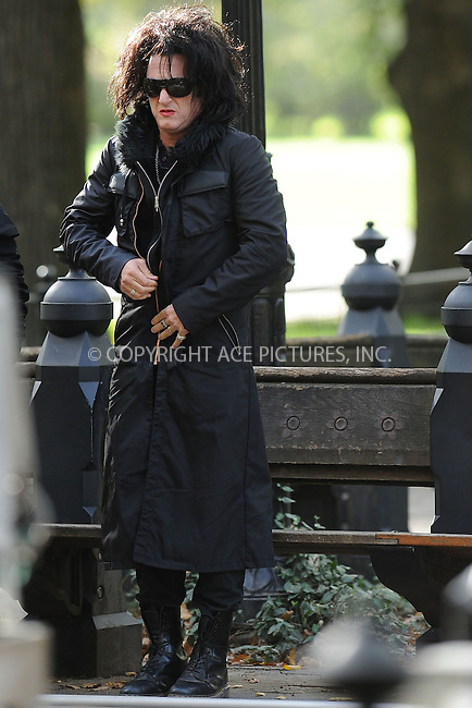 WWW.ACEPIXS.COM . . . . . .October 21, 2010, New York City... Sean Penn is seen on location during the filming of 'This Must Be the Place' in Central Park on October 21, 2010 in New York City. ....Please byline: KRISTIN CALLAHAN - ACEPIXS.COM.. . . . . . ..Ace Pictures, Inc: ..tel: (212) 243 8787 or (646) 769 0430..e-mail: info@acepixs.com..web: http://www.acepixs.com .