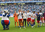 19.05.2019,  GER; 2. FBL, Hamburger SV vs MSV Duisburg ,DFL REGULATIONS PROHIBIT ANY USE OF PHOTOGRAPHS AS IMAGE SEQUENCES AND/OR QUASI-VIDEO, im Bild die Hamburger Mannschaft bedankt sich nach dem Spiel bei den Fans  Foto © nordphoto / Witke
