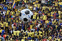 BOGOTA - COLOMBIA, 05-07-2018: Cientos de hinchas durante el homenaje de recibimiento a los jugadores de la Selección Colombia de fútbol hoy, 05 de julio de 2018, después de su participación en la Copa Mundial de la FIFA Rusia 2018. El acto tuvo lugar een el estadio Nemesio Camacho El Campín de la ciudad de Bogotá / Hundred of fans  duriong the tribute to the players of Colombia national soccer team today, July 5, 2018, after their participation in the FIFA World Cup Russia 2018. The event took place at Nemesio Camacho El Campin stadium in Bogota city. Photo: VizzorImage / Gabriel Aponte / Staff