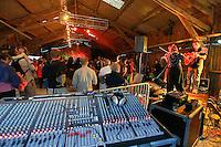 Console de mixage actuelle et musique traditionnelle