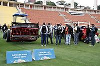 SÃO PAULO,SP,31-10-2013 - 3º SEMINÁRIO PREPARAÇÃO GRAMADOS - Apresentação de equipamaneto usados para o cuidado de gramado durante 3º seminário de preparaçao de gramados realizado no Estadio Paulo machado de Carvalho (Pacaembu) na tarde de hoje.(Foto Ale Vianna/Brazil Photo Press)