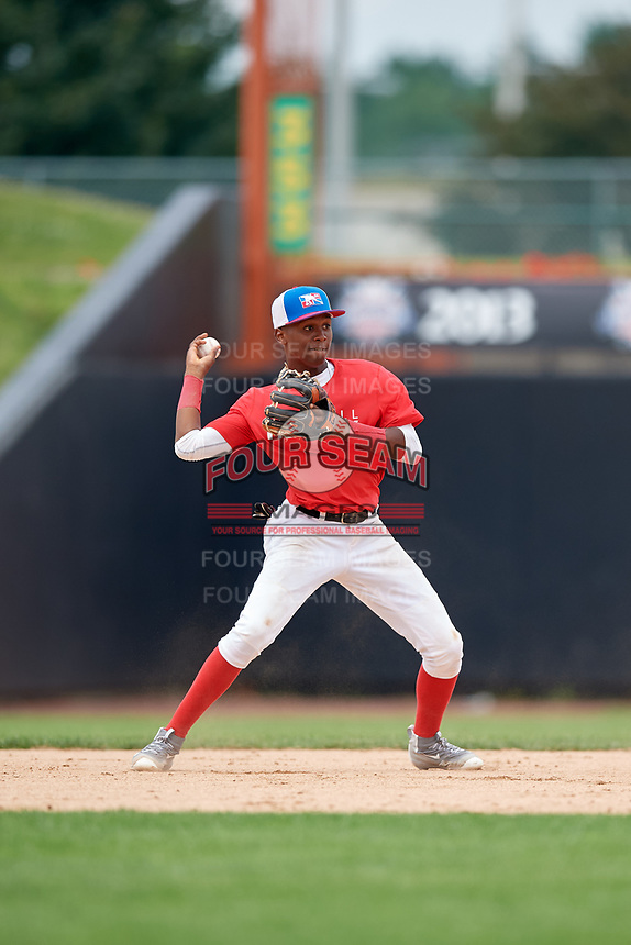 Junior Tilien (7) throws to second base during the Dominican Prospect League Elite Underclass International Series, powered by Baseball Factory, on July 21, 2018 at Schaumburg Boomers Stadium in Schaumburg, Illinois.  (Mike Janes/Four Seam Images)