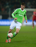 FUSSBALL   1. BUNDESLIGA   SAISON 2012/2013    22. SPIELTAG VfL Wolfsburg - FC Bayern Muenchen                       15.02.2013 Alexander Madlung (VfL Wolfsburg) Einzelaktion am Ball