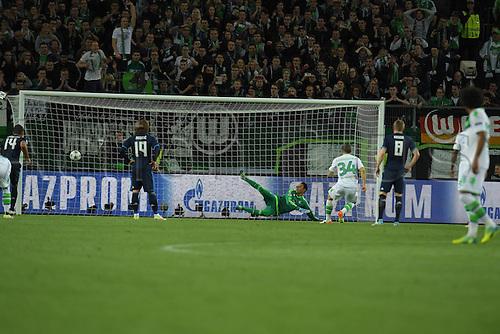 06.04.2016. Wolfsburg, Geramny. UEFA Champions League quarterfinal. VfL Wolfsburg versus Real Madrid. Ricardo Rodriguez (VfL Wolfsburg 34)  shoot and scores for 1:0 from the penalty spot past KEYLOR NAVAS (Real Madrid 1)