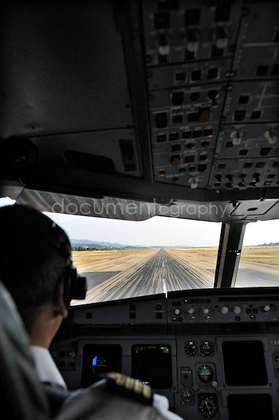 copyright : magali corouge / Documentography.10/06/09.Me?tier : Pilote..vue du cockpit avant le decollage.