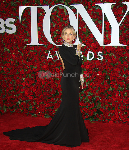 NEW YORK, NY-June 12: Marlee Matlin at the 70th Annual Tony Awards at the Beacon Theatre in New York. NY June 12, 2016. Credit:RW/MediaPunch
