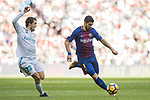 Luis Alberto Suarez Diaz (R) of FC Barcelona fights for the ball with Mateo Kovacic of Real Madrid during the La Liga 2017-18 match between Real Madrid and FC Barcelona at Santiago Bernabeu Stadium on December 23 2017 in Madrid, Spain. Photo by Diego Gonzalez / Power Sport Images