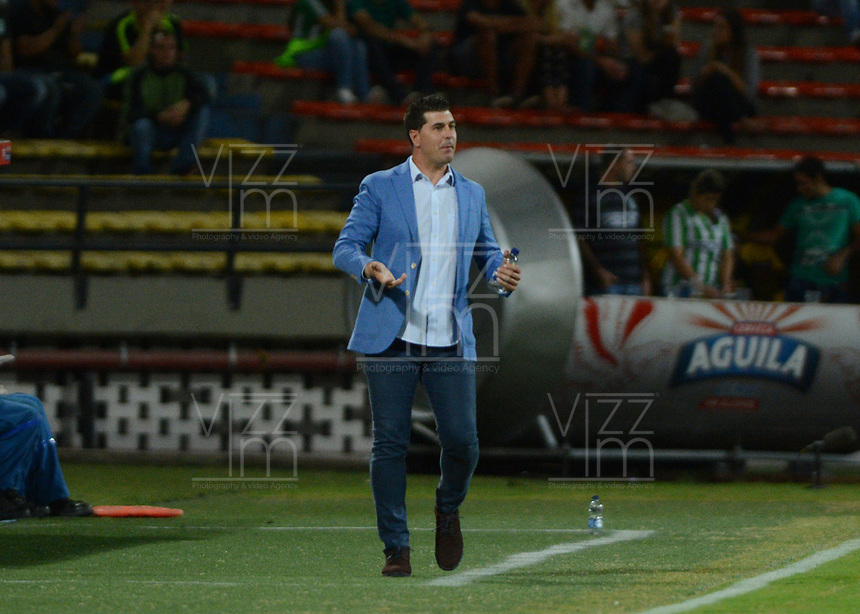 MEDELLIN-COLOMBIA- 16-04-2017. Acción de juego entre el  Atlético Nacional y   Envigado durante encuentro  por la fecha 13 de la Liga Aguila I 2017 disputado en el estadio Atanasio Girardot./ Action game between  Atletico Nacional and  Envigado match date 13 for the League  I 2017 played at Atanasio Girardot stadium . Photo:VizzorImage / León Monsalve / Contribuidor
