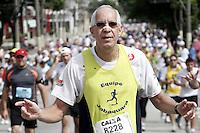 ATENCAO EDITOR: FOTO EMBARGADA PARA VEICULOS INTERNACIONAIS. - SAO PAULO,SP, 31 DEZEMBRO 2012 - CORRIDA DE SÃO SILVESTRE 2012 - A tradicional corrida de Sao Silvestre em sua 88 edicao, na manha dessa terca-feira, 31, regiao do Bom Retiro, zona norte da capital - FOTO: LOLA OLIVEIRA/BRAZIL PHOTO PRESS