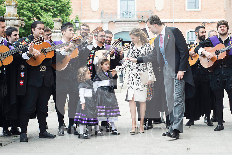 "King Felipe VI of Spain and Queen Letizia with ""La Tuna"" during award ceremony of literature in Spanish ""Miguel de Cervantes"" at University of Alcala de Henares in Madrid., April 20, 2017. Spain.<br /> (ALTERPHOTOS/BorjaB.Hojas)"