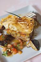 Europe/France/Aquitaine/64/Pyrénées-Atlantiques/Ainhoa: Croustillant d'agneau en cuisson longue,courgettes et carottes confites recette de Xavier Isabal Restaurant Ithurria