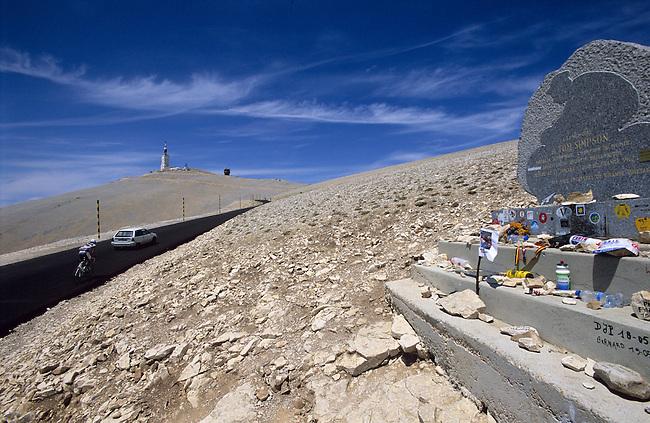 Vaucluse, France. Le mont Ventoux et la tombe de Tom Simpson *** The mont Ventoux and Tom Simpson's grave. France, Vaucluse.