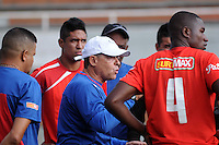 MEDELLIN -COLOMBIA-15-01-2014. Pedro Sarmiento director tecnico del Independiente Medellin. Partido amistoso de preparacion para  el campeonato de la Liga Postobon I entre los equipos Envigado e Independiente Medellin. Pedro Sarmiento coach of Independiente Medellin,Friendly Match preparation for the League championship between Postobon I Independiente Medellin and Envigado teams Photo : VizzorImage / Luis Rios / Stringer