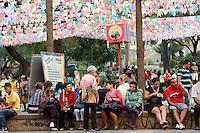 SAO PAULO, SP, 06 DE JULHO DE 2013. ARRAIAL DE SAO PAULO NO VALE DO ANHANGABAU. Público  durante o Arraial São Paulo no Vale do Anhangabaú que acontece neste final de semana no centro de São Paulo. FOTO ADRIANA SPACA/BRAZIL PHOTO PRESS