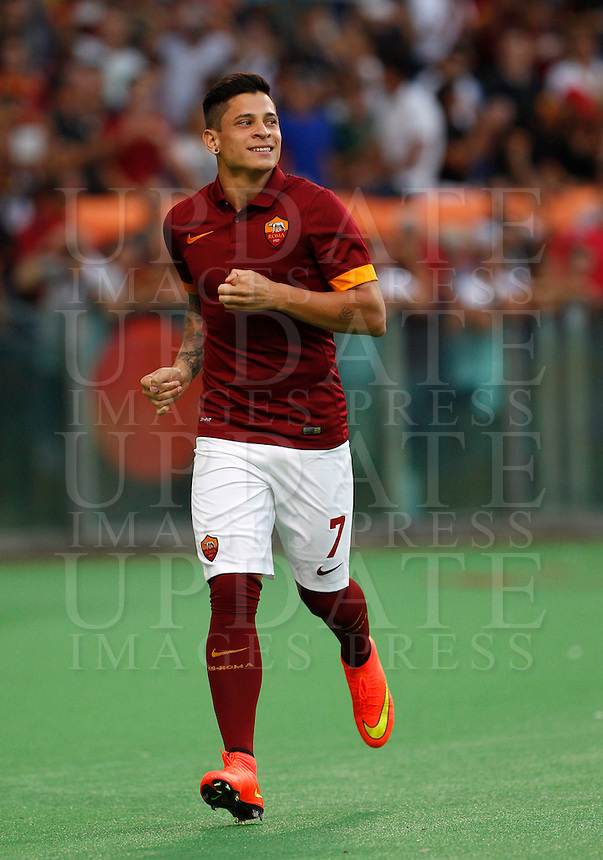 Calcio, amichevole Roma vs Fenerbahce. Roma, stadio Olimpico, 19 agosto 2014.<br /> AS Roma forward Juan Iturbe, of Argentina, greets fans during the team's presentation, prior to the friendly match between AS Roma and Fenerbache at Rome's Olympic stadium, 19 August 2014.<br /> UPDATE IMAGES PRESS/Riccardo De Luca