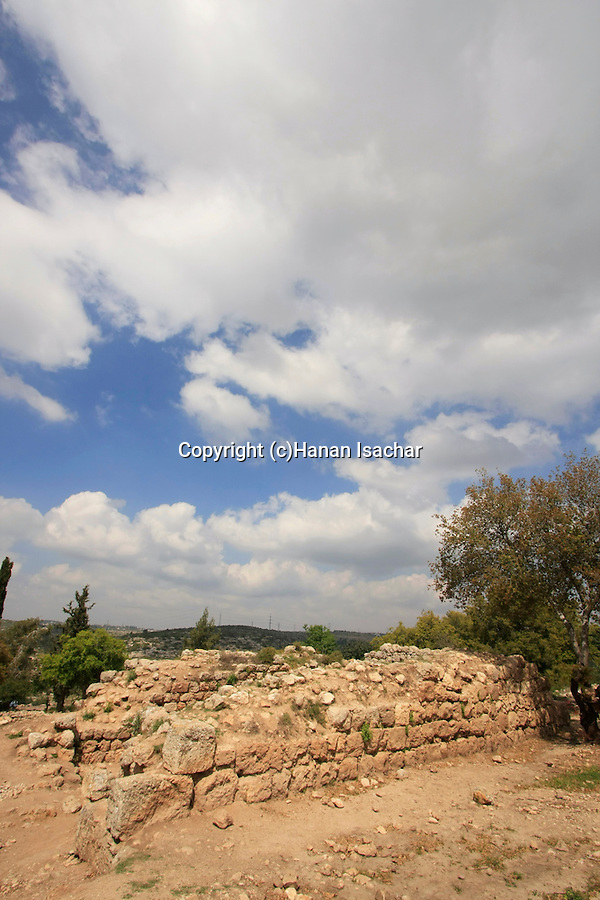 Israel, Jerusalem Mountains, the ruins of the khan in Hurvat Hanut