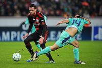 FUSSBALL   CHAMPIONS LEAGUE   SAISON 2011/2012   ACHTELFINALE  Bayer 04 Leverkusen - FC Barcelona              14.02.2012 Renato Augusto (li, Bayer 04 Leverkusen) gegen Javier Mascherano (re, Barca)
