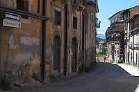 L'Aquila, I Puntellamenti - L'Aquila, The Props L'Aquila, Città Deserta - L'Aquila, The Desert City