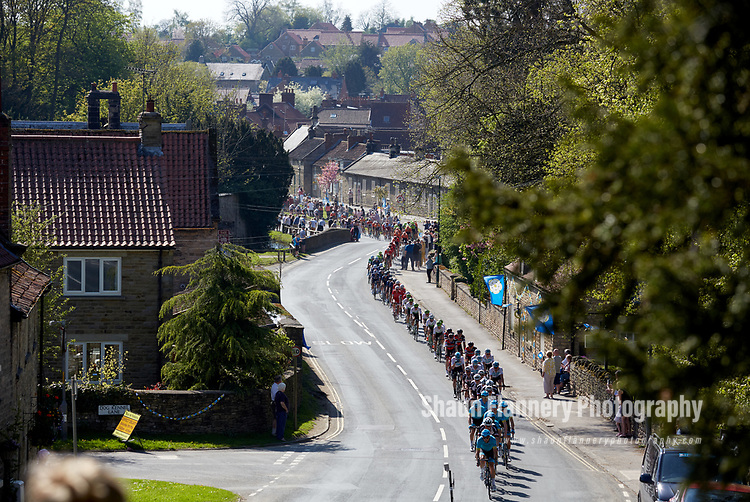 Picture by Shaun Flannery/SWpix.com - 05/05/2018 - Cycling - 2018 Tour de Yorkshire - Stage 3: Richmond to Scarborough - Yorkshire, England<br /> <br /> The Peloton makes it's way through Thornton le Dale.