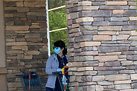 LOS ANGELES - APR 11:  Aldi employee cleaning carts at the Businesses reacting to COVID-19 at the Hospitality Lane on April 11, 2020 in San Bernardino, CA