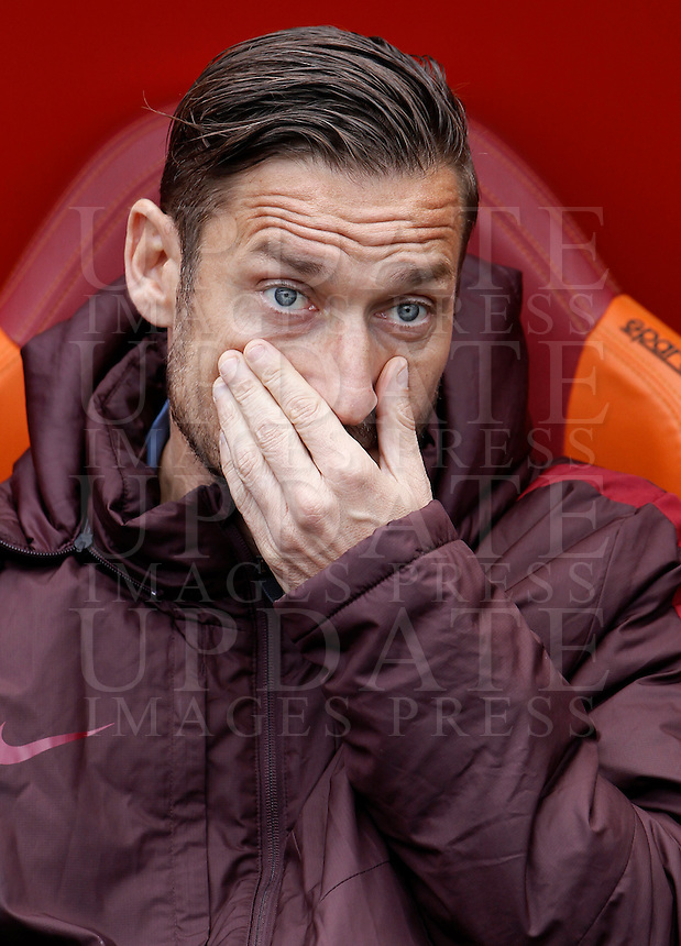 Calcio, Serie A: Roma vs Napoli. Roma, stadio Olimpico, 25 aprile 2016.<br /> Roma's Francesco Totti sits on the bench during the Italian Serie A football match between Roma and Napoli at Rome's Olympic stadium, 25 April 2016. <br /> UPDATE IMAGES PRESS/Isabella Bonotto