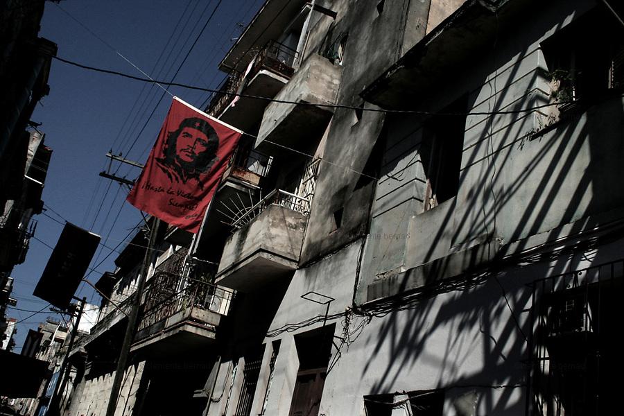 Havana (Cuba). September 2006..La Habana Vieja. Flag with Ernesto Che Guevara's portrait..