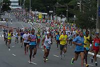 SAO PAULO, SP, 31.12.2013 - 89 CORRIDA DE SAO SILVESTRE -  Milhares de corredores participam na Corrida Internacional de São Silvestre 89 ao longo da Avenida Pacaembu em São Paulo, em 31 de dezembro de 2013. Com participação recorde de 27.500 atletas, de 41 países o evento tradicional da véspera de Ano Novo. (FOTO: Amauri Nehn / Brazil Photo Press).