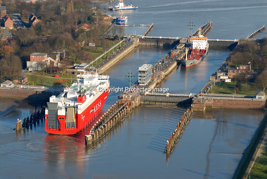 Brunsbuettel Schleuse: EUROPA, DEUTSCHLAND, SCHLESWIG-HOLSTEIN, (EUROPE, GERMANY), 22.01.2006: Schleuse Nord- Ostseekanal Brunsbuettel, Umbau, Erneuerung, Investition, Verkehrsweg, Schifffahrt, Kanal, Schiff, Transport, Skandinavien, Nordsee, Ostsee, Elbe<br />c o p y r i g h t : A U F W I N D - L U F T B I L D E R . de<br />G e r t r u d - B a e u m e r - S t i e g 1 0 2, <br />2 1 0 3 5 H a m b u r g , G e r m a n y<br />P h o n e + 4 9 (0) 1 7 1 - 6 8 6 6 0 6 9 <br />E m a i l H w e i 1 @ a o l . c o m<br />w w w . a u f w i n d - l u f t b i l d e r . d e<br />K o n t o : P o s t b a n k H a m b u r g <br />B l z : 2 0 0 1 0 0 2 0 <br />K o n t o : 5 8 3 6 5 7 2 0 9<br />C o p y r i g h t n u r f u e r j o u r n a l i s t i s c h Z w e c k e, keine P e r s o e n l i c h ke i t s r e c h t e v o r h a n d e n, V e r o e f f e n t l i c h u n g  n u r  m i t  H o n o r a r  n a c h M F M, N a m e n s n e n n u n g  u n d B e l e g e x e m p l a r !