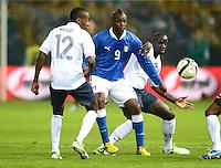 Fussball International  Freundschaftsspiel   14.11.2012 Italien - Frankreich Blaise Matuidi  (li, Frankreich) gegen Mario Balotelli (Italien)