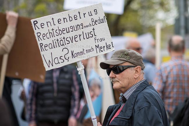 Demonstration gegen die geplante Rentenberechnung fuer ehemalige DDR-Buerger, die vor dem Mauerfall in den Westen uebergesiedelt sind. Die Demonstrationsteilnehmer befuerchten mit der geplanten Rentenberechnung eine Schlechterstellung ihrer Rentenansprueche.<br /> Die Demonstranten zogen vom Arbeitsministerium zum Finanzminsterium und weiter zum Bundeskanzleramt.<br /> 13.4.2016, Berlin<br /> Copyright: Christian-Ditsch.de<br /> [Inhaltsveraendernde Manipulation des Fotos nur nach ausdruecklicher Genehmigung des Fotografen. Vereinbarungen ueber Abtretung von Persoenlichkeitsrechten/Model Release der abgebildeten Person/Personen liegen nicht vor. NO MODEL RELEASE! Nur fuer Redaktionelle Zwecke. Don't publish without copyright Christian-Ditsch.de, Veroeffentlichung nur mit Fotografennennung, sowie gegen Honorar, MwSt. und Beleg. Konto: I N G - D i B a, IBAN DE58500105175400192269, BIC INGDDEFFXXX, Kontakt: post@christian-ditsch.de<br /> Bei der Bearbeitung der Dateiinformationen darf die Urheberkennzeichnung in den EXIF- und  IPTC-Daten nicht entfernt werden, diese sind in digitalen Medien nach &sect;95c UrhG rechtlich geschuetzt. Der Urhebervermerk wird gemaess &sect;13 UrhG verlangt.]
