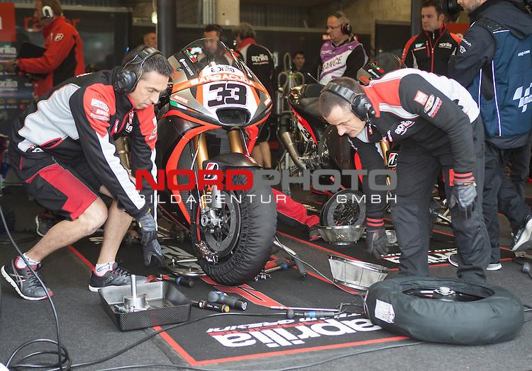 Monster Energy Grand Prix de France in Le Mans 15.-17.05.2015, Free Practice, Qualifying, Box.<br /> <br /> 33 Marco Melandri / Italien Box, Motorrad<br /> <br /> Foto &copy; nordphoto / FSA