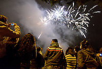 BOGOTÁ-COLOMBIA-19-04-2014. Aspecto de los fuegos pirotécnicos durante la clausura del XIV Festival Iberoamericano de Teatro de Bogotá 2014 realizado en el Parque Nacional./  Aspect of the fireworks during decommissioning of the XIV Ibero-American Theater Festival of Bogota 2014 performed at National Park in Bogota.  Photo: VizzorImage/ Gabriel Aponte /Staff