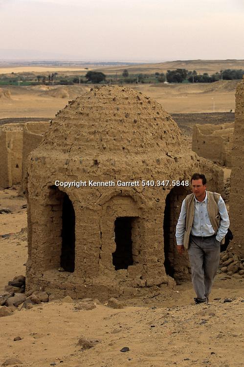 Early Christian cemetery, Darb el-Arbaein, Egypt; Archaeologist; Salima Ikram; Kharga Oasis;Ancient Cultures; mm7195; Desert; Oasis,Nicholas Warner
