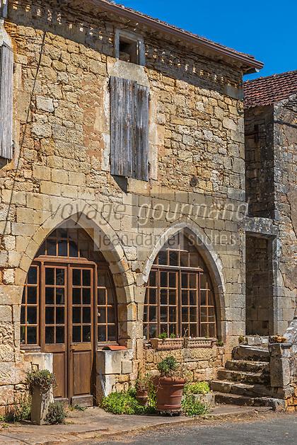 France, Lot, (46), Montcabrier:  lesmaisons médiévales de la place de la Bastide // France, Lot, Montcabrier: Saint-Louis church  and the medieval houses of the Place de la Bastide