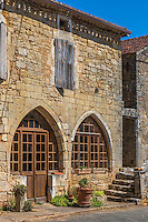 France, Lot, (46), Montcabrier:  lesmaisons médiévales de la place de la Bastide // France, Lot, Montcabrier: Saint-Louis church  and the medieval houses of the Place de la Bastide