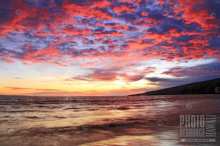 Sunset from Sugar beach in Kihei,Maui, Hawaii.