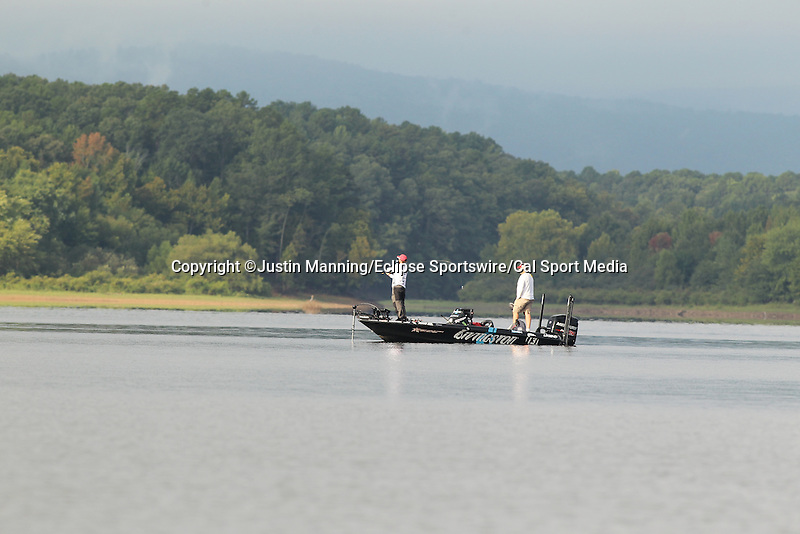 August 22, 2015: Stetson Blaylock fishing a point near the Shangri La Resort on day three of the Forrest Wood Cup on Lake Ouachita in Hot Springs, AR. Justin Manning/ESW/CSM