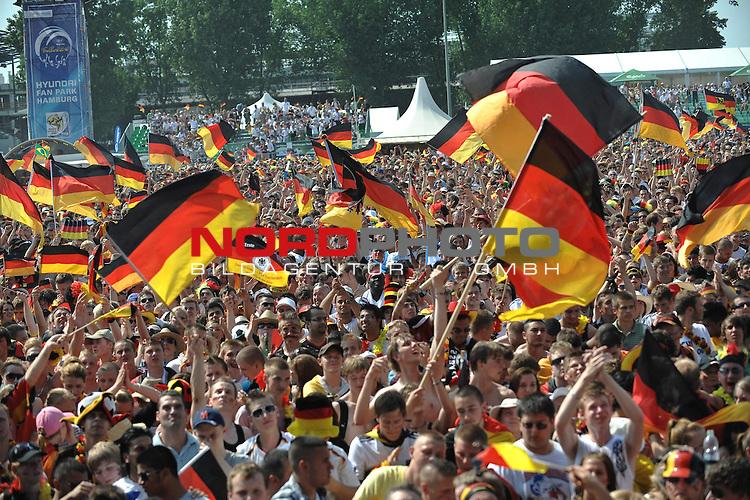 03.07.2010, Hyundai Fan Park, Hamburg, GER, FIFA Worldcup, Puplic Viewing Deutschland vs Argentinien  im Bild Fans mit Deutschland-Outfit beim Zuschauen vor der Tribuene mit Fahnen<br /> Foto &copy;  nph /  Witke *** Local Caption *** Fotos sind ohne vorherigen schriftliche Zustimmung ausschliesslich f&uuml;r redaktionelle Publikationszwecke zu verwenden.<br /> <br /> Auf Anfrage in hoeherer Qualitaet/Aufloesung