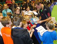 17-12-11, Netherlands, Rotterdam, Topsportcentrum, Handtekeningen jagers om Thiemo de Bakker