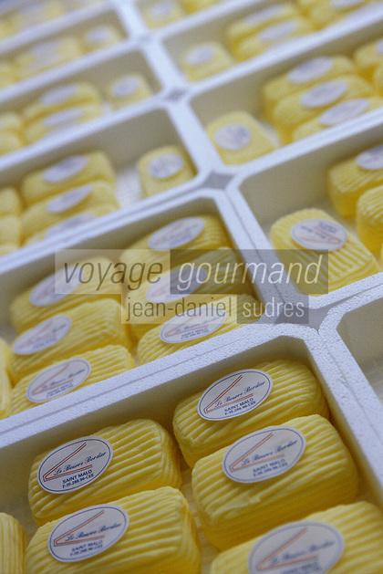 Europe/France/Bretagne/35/Ille-et-Vilaine/Saint- Malo: Fabrication du beurre de baratte demi-sel façonné main chez Jean-Yves Bordier