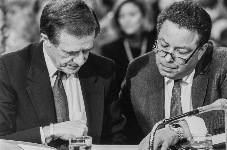 Sen. Donald W. Riegle, D-Mich., and Attorney Tom Green during Keating 5 hearing in November 1990. (Photo by Maureen Keating/CQ Roll Call)