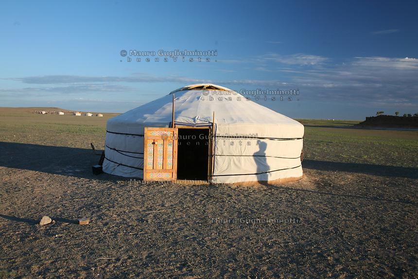 Mongolia  iurta , yourte, yurt