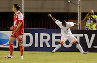 ENVIGADO -COLOMBIA-21-09-2014. Carlos Cortes (Der) de Envigado FC celebra un gol anotado a Independiente Santa Fe durante partido por la fecha 10 de la Liga Postobón II 2014 realizado en el Polideportivo Sur de la ciudad de Envigado./ Carlos Cortes (R) of Envigado FC celebrates a goal scored to Independiente Santa Fe during match for the 10th date of the Postobon League II 2014 at Polideportivo Sur in Envigado city.  Photo: VizzorImage/Luis Ríos/STR