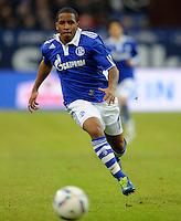 FUSSBALL   1. BUNDESLIGA   SAISON 2011/2012   22. SPIELTAG FC Schalke 04 - VfL Wolfsburg         19.02.2012 Jefferson Farfan (FC Schalke 04) Einzelaktion am Ball
